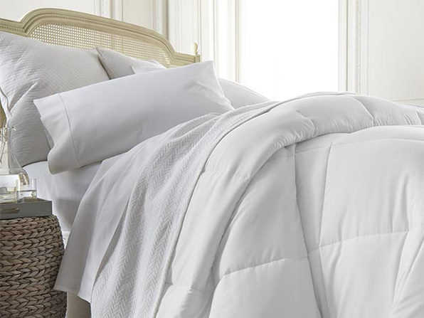 iEnjoy Home Down Alternative Comforter (White/King)