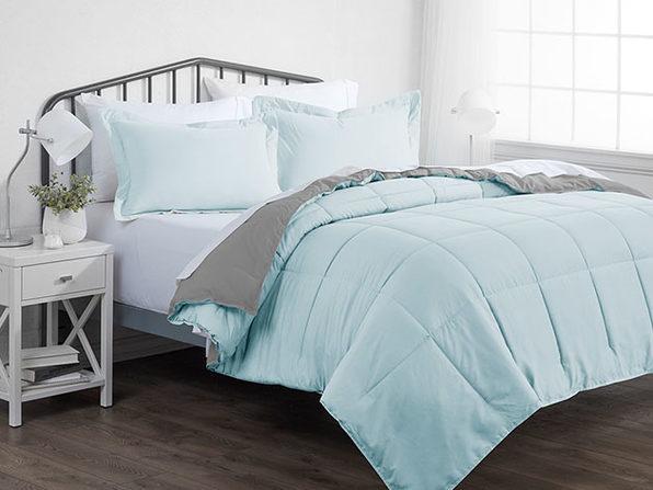 Down Alternative Reversible Comforter Set (Aqua & Light Gray | King)