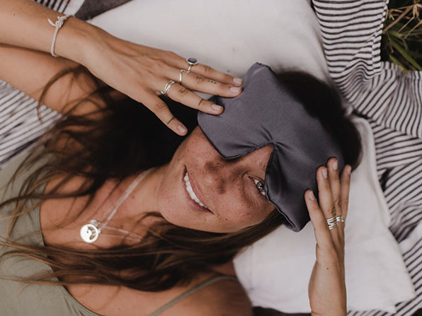 Deep Sleep Set: Cool Weighted Blanket & Amethyst Crystal Sleep Mask