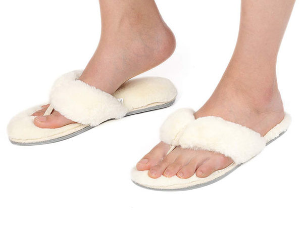 Women's Faux Fur Thong Slippers with Memory Foam (White/ Size 11-12)