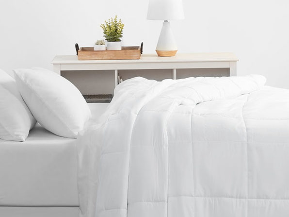 Home Collection All Season Down Alternative Comforter (King/White)